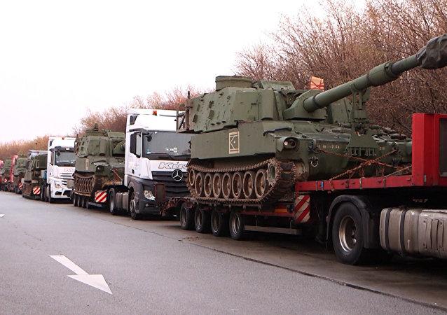 Un convoy con tanques estadounidenses lo pasa mal en un control policial en Alemania (video)