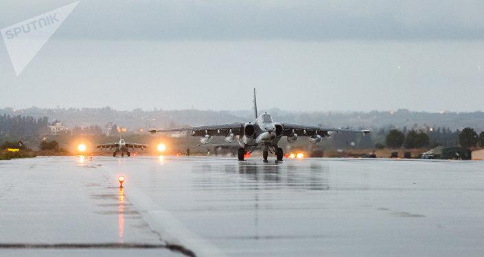 Los aviones Su-25 de las Fuerzas Aeroespaciales de Rusia en la base de Hmeymim en Siria