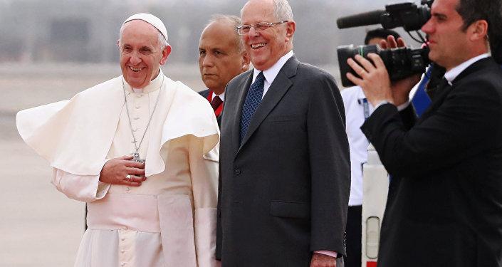 Papa Francisco y Pedro Pablo Kuczynski, presidente de Perú