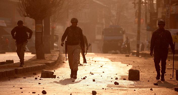 Policía india en Cachemira
