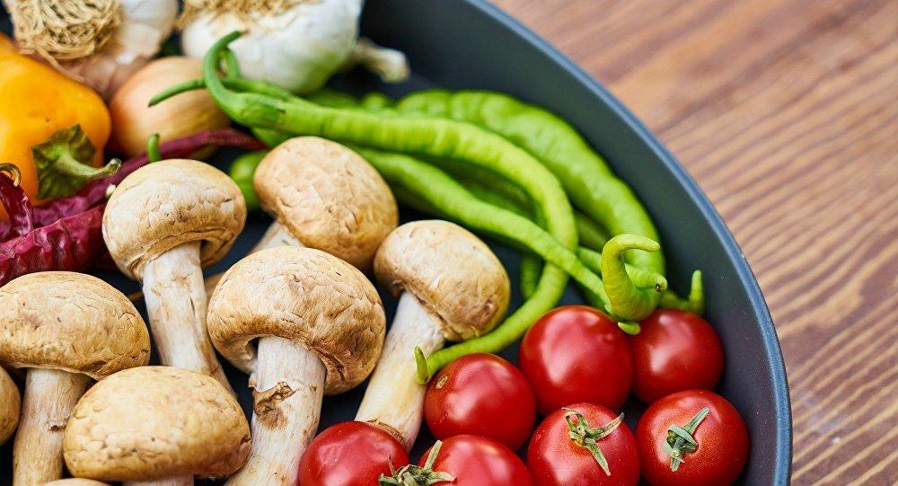 Cinco alimentos simples que ayudan a prevenir el cáncer - Sputnik Mundo
