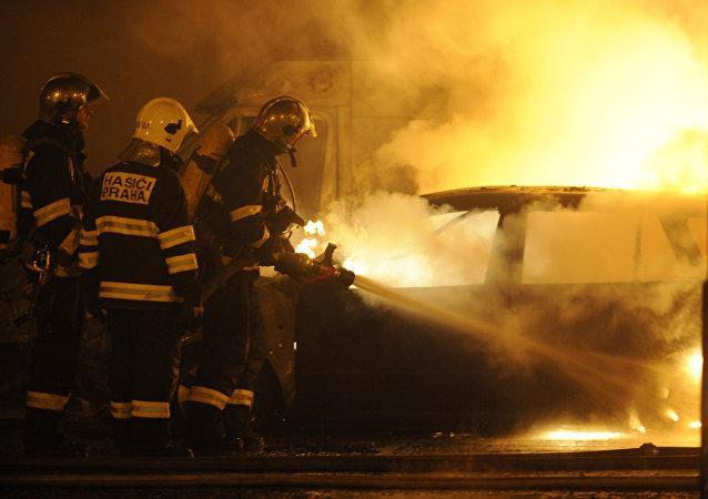 Bomberos en Praga (imagen referencial)