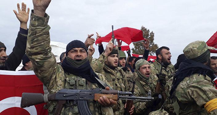 Combatientes del Ejército Libre Sirio, grupo insurgente respaldado por Turquía, en el norte de Siria, 21 de enero de 2018