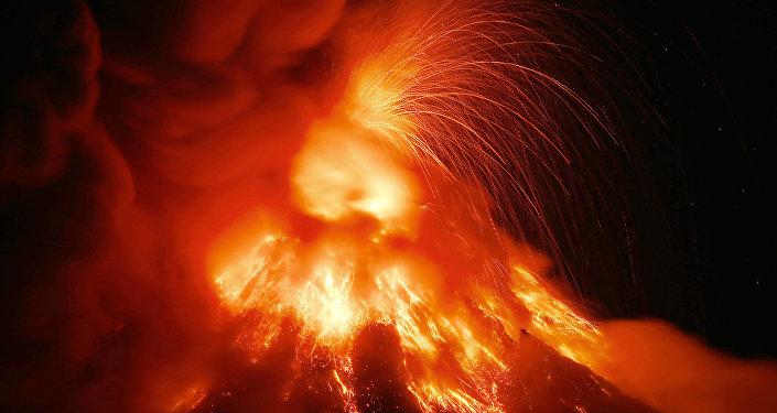 Aparente erupción volcánica deja al menos nueve heridos en Japón