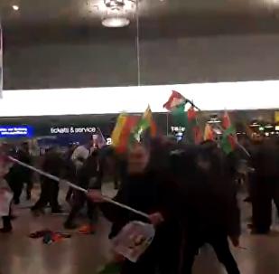 Multitudinaria trifulca entre turcos y kurdos en un aeropuerto de Alemania por Afrín