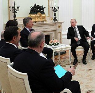 La reunión entre Vladimir Putin, el presidente de Rusia y Mauricio Macri, el presidente de Argentina, Moscú, Rusia