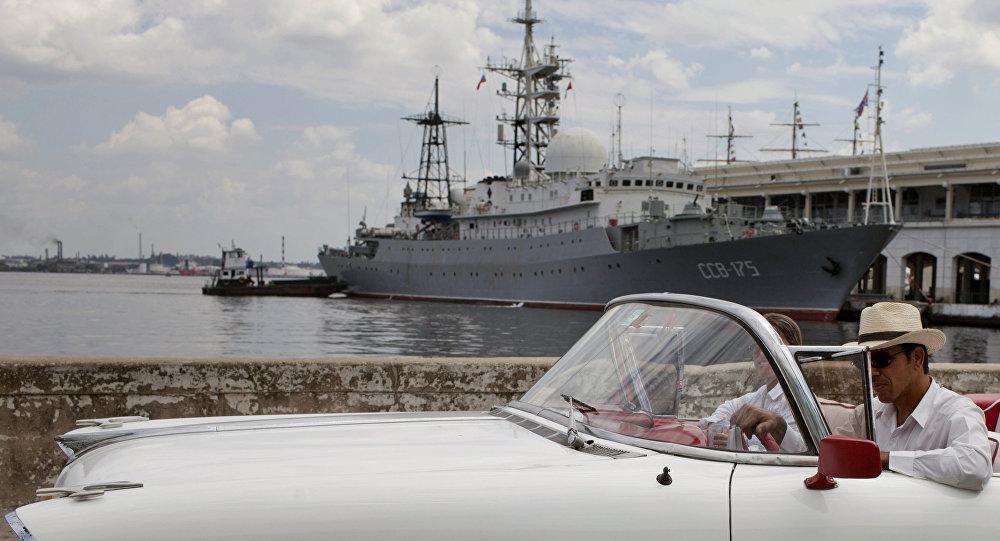 Buque de reconocimiento ruso Víctor Leónov en la bahía de la Habana, Cuba (archivo)