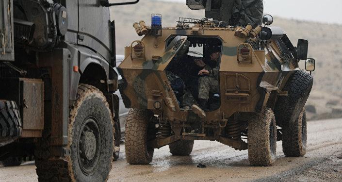 Insta a Turquía a reducir operaciones en norte de Siria