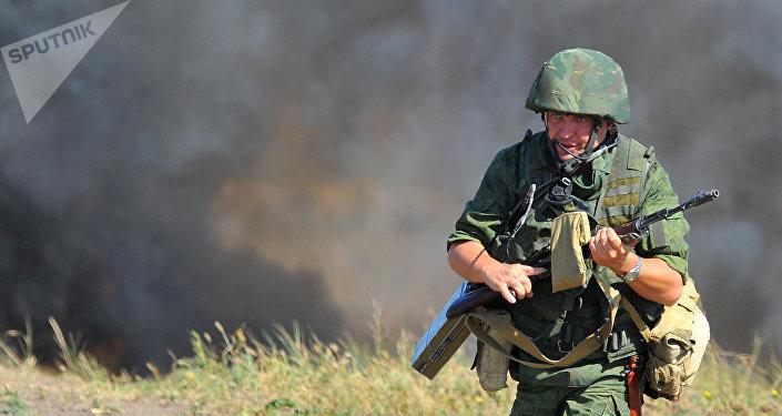 Soldado ruso participa en maniobras en Transnistria (archivo)