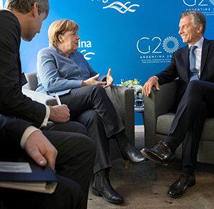 El presidente de Argentina, Mauricio Macri, y la canciller de Alemania, Angela Merkel