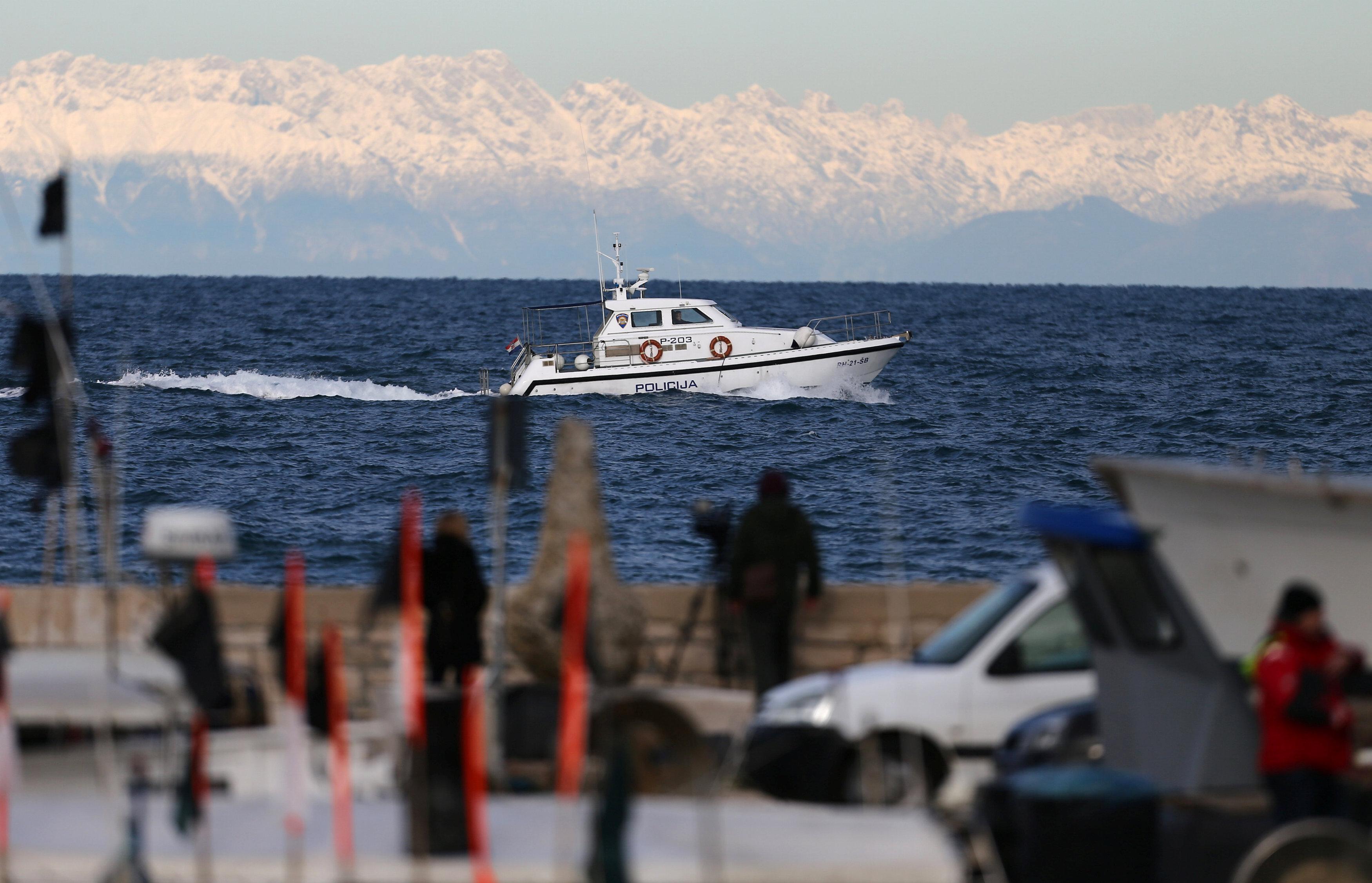 Lancha de patrulla croata en el golfo de Piran, 29 de diciembre de 2017