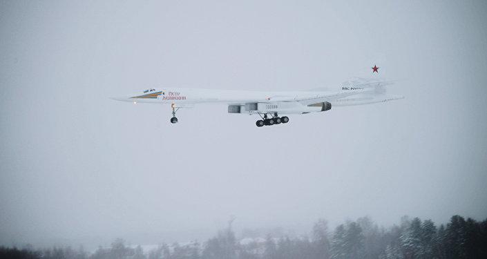 El nuevo bombardero estratégico Tu-160 'Piotr Deinekin'