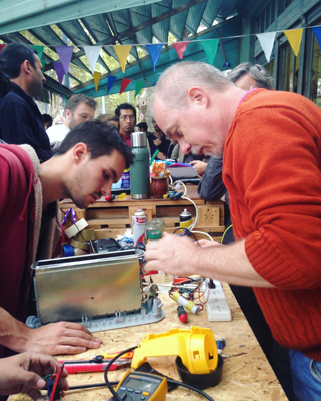 Sesión del Club de Reparadores en Argentina