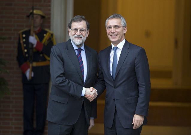 El presidente del Gobierno español, Mariano Rajoy, y el secretario general de la OTAN, Jens Stoltenberg