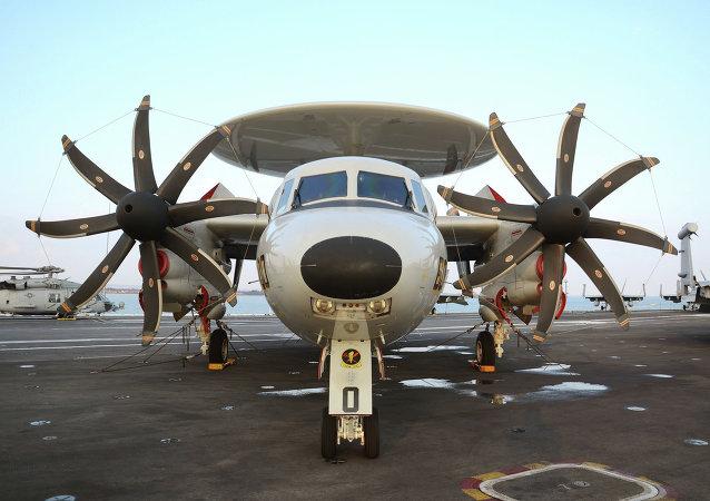 Un E-2 Hawkeye, semejante al futuro KJ-600 chino