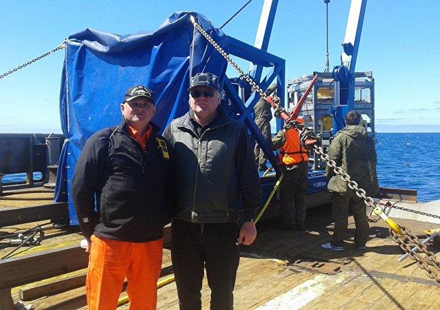 Yuri Andrushchak (derecha), coordinador de las tareas de búsqueda del submarino San Juan