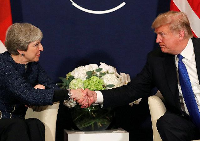 El presidente de EEUU, Donald Trump, y la primera ministra del Reino Unido