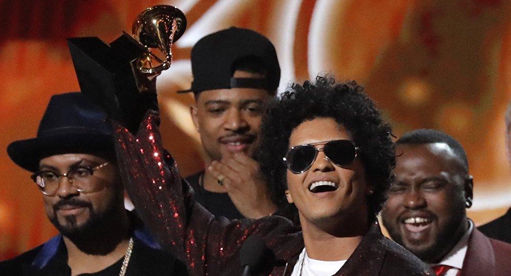 Bruno Mars, músico estadounidense, durante los Grammy