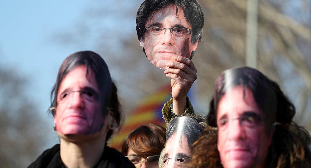 Manifestación para exigir la investidura del líder soberanista catalán, Carles Puigdemont, Barcelona, España, 30 de enero de 2018