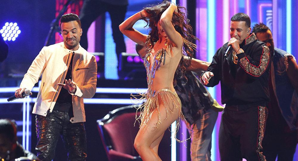 Luis Fonsi y Daddy Yankee presentan Despacito en la Gala de los premios Grammy 2018