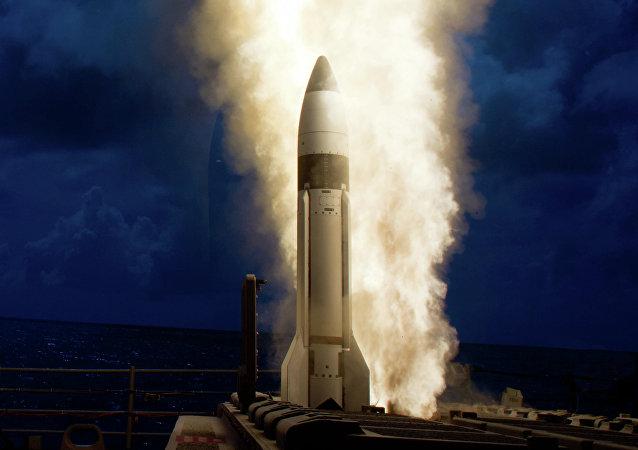 Una de las versiones anteriores del misil estándar (Standard Missile) SM-3 Block 1B