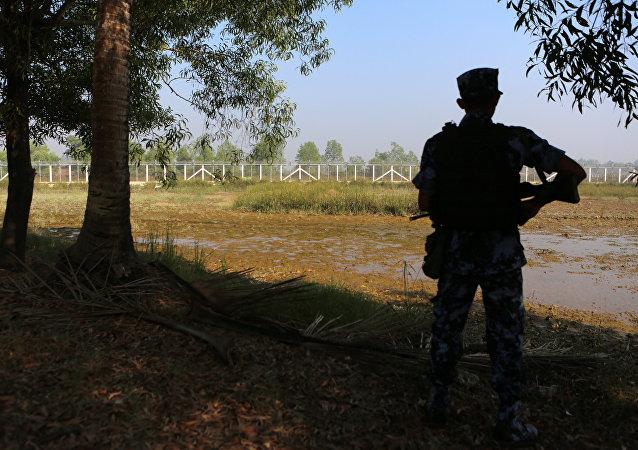 Un policía de Birmania