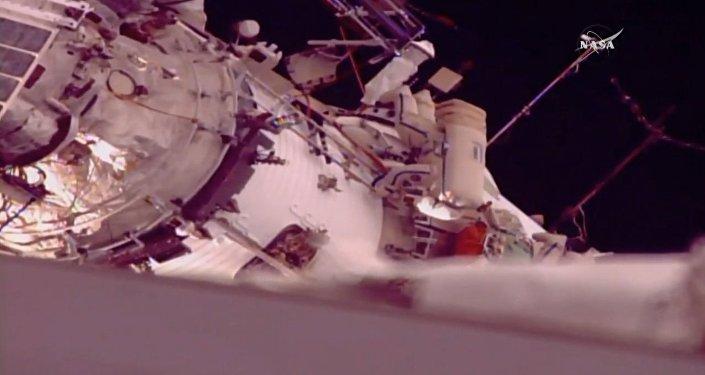 Increíble vídeo: una caminata espacial fuera de la EEI, en primera persona