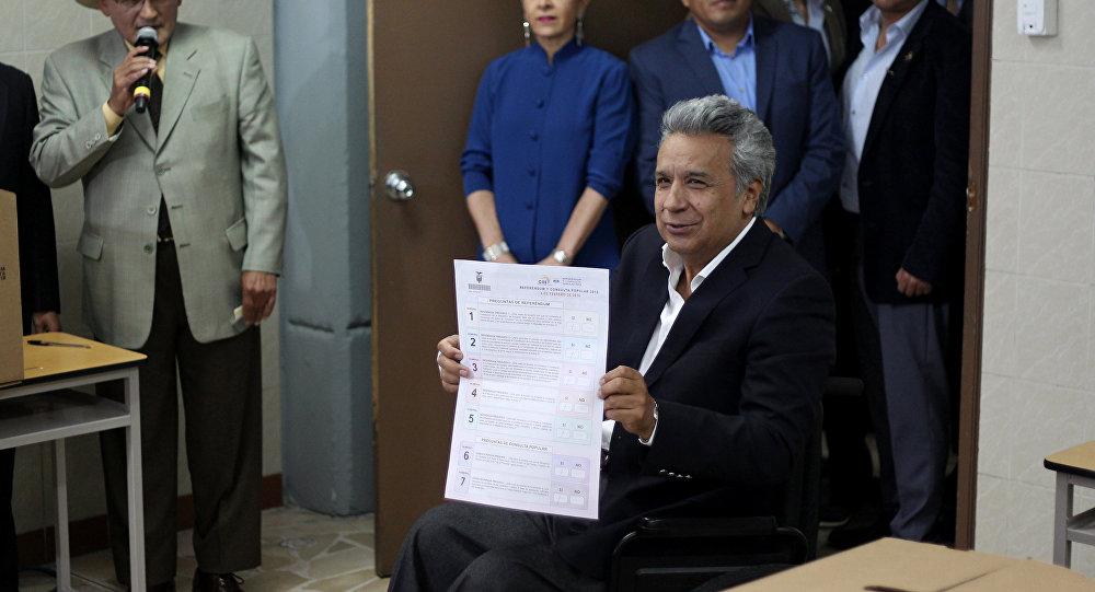 El momento de la votación del presidente de Ecuador, Lenín Moreno