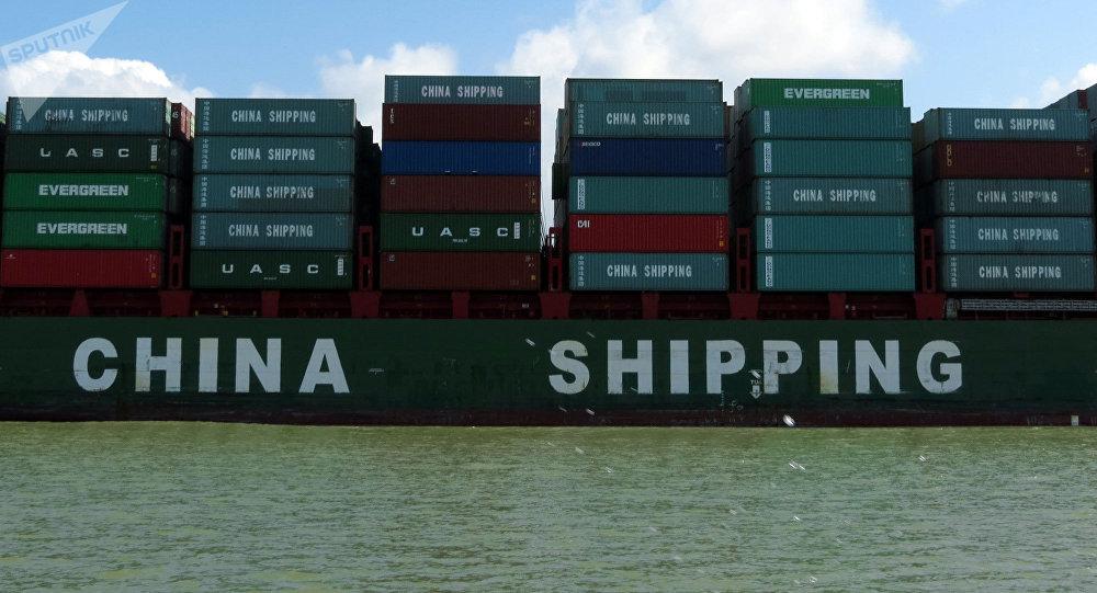 Los contenedores con los productos chinos