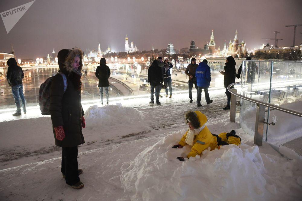 Moscú se viste de blanco: una nevada anómala cae sobre la capital rusa