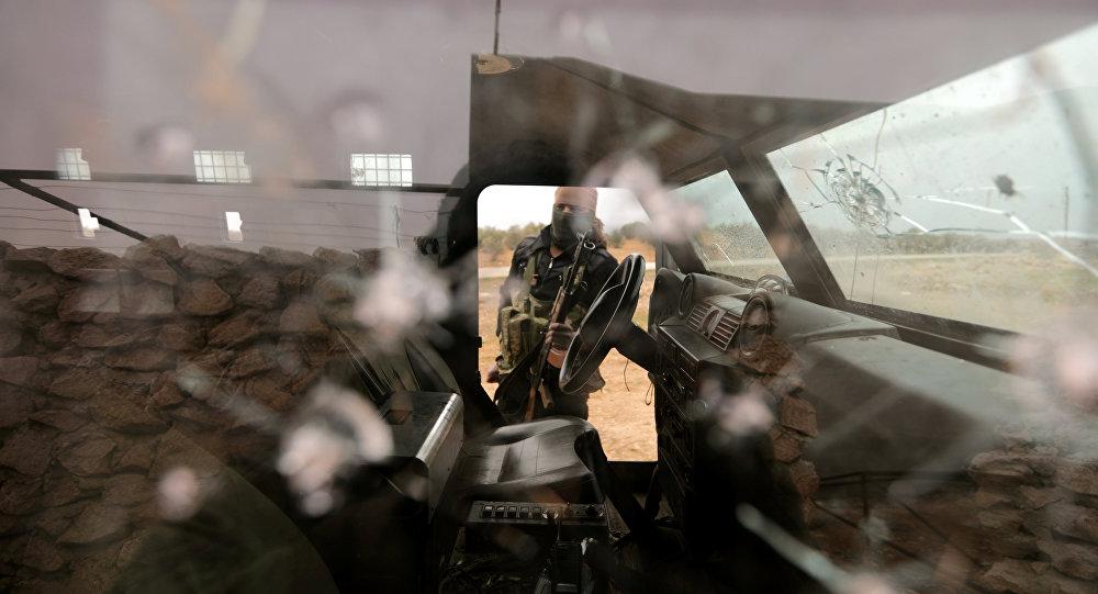 Un miliciano del Ejército Libre Sirio, apoyado por Turquía