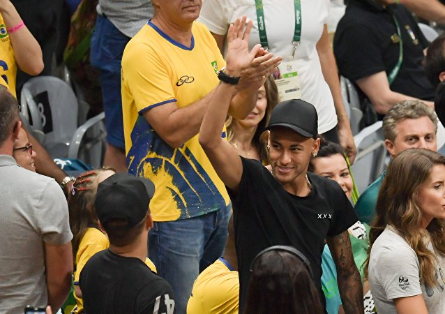 Neymar, retratado en los Juegos Olímpicos de Rio 2016, durante la final de vóleibol masculino entre Brasil e Italia.