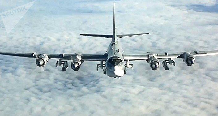 Un bombardero estratégico ruso Tu-95 durante una misión sobre Siria, en 2017
