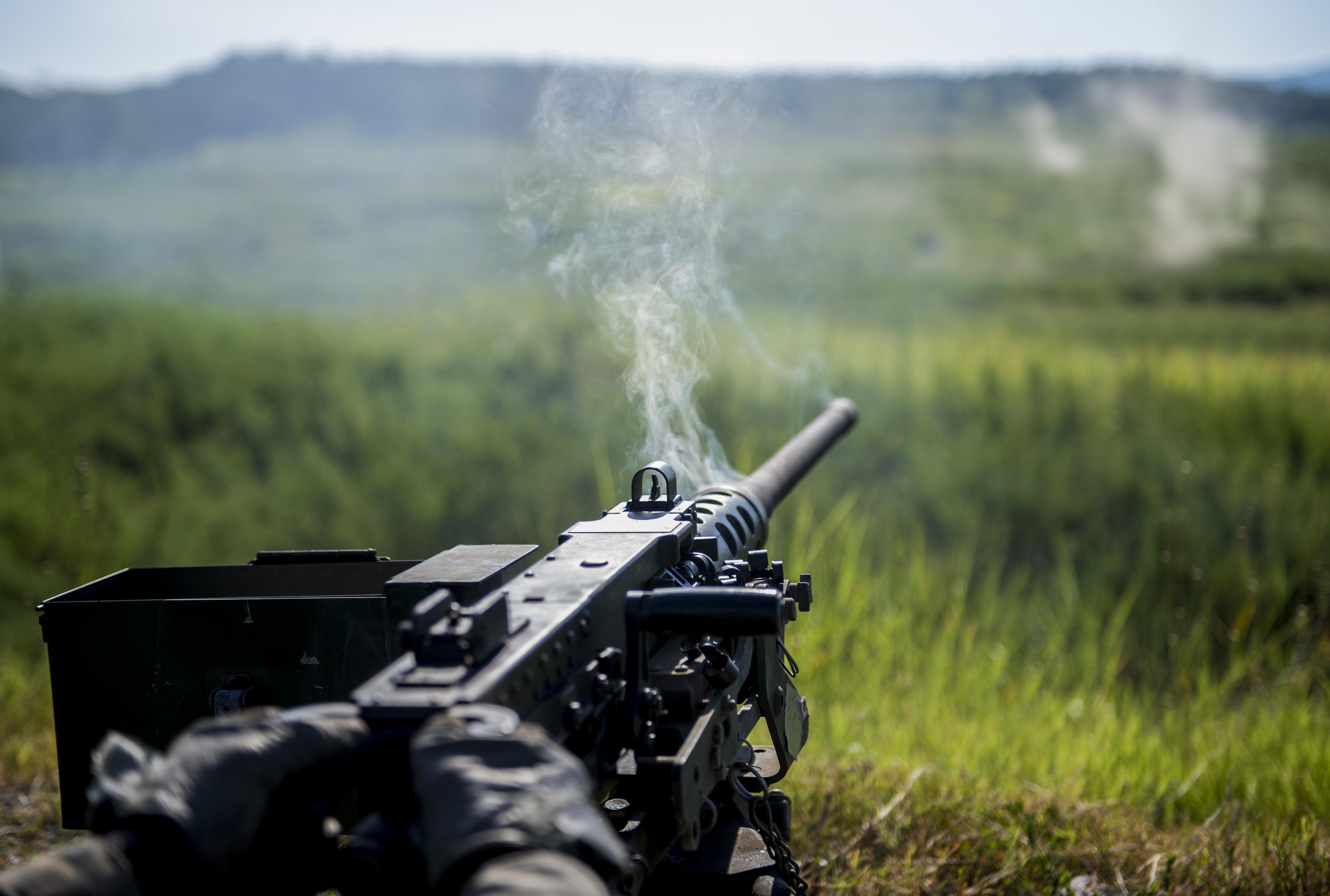 Un M2 Browning estadounidense tras disparar en serie