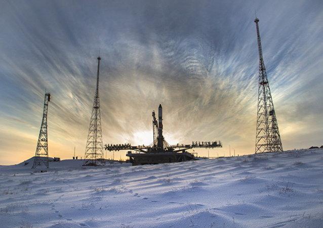 El cohete Soyuz-2.1a con el carguero Progress MS-08, en la plataforma de lanzamiento en el cosmódromo de Baikonur