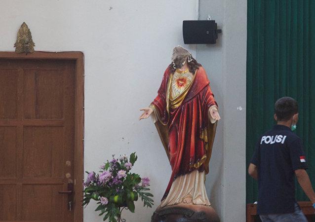 Ataque a una iglesia católica en Indonesia