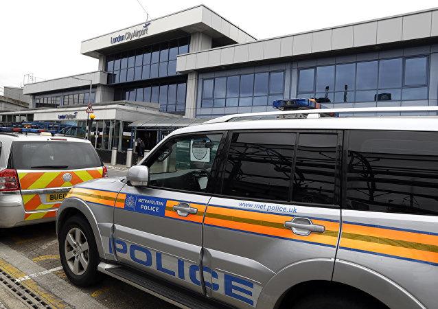 Policía cerca del Aeropuerto de la Ciudad de Londres (archivo)