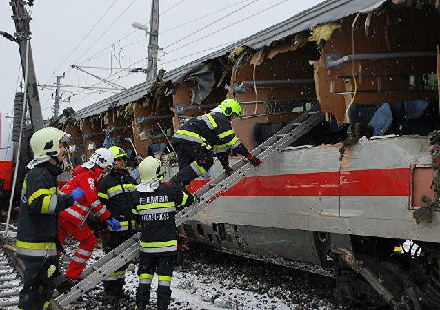 El lugar de la colisión de trenes en la comuna de Niklasdorf, Austria