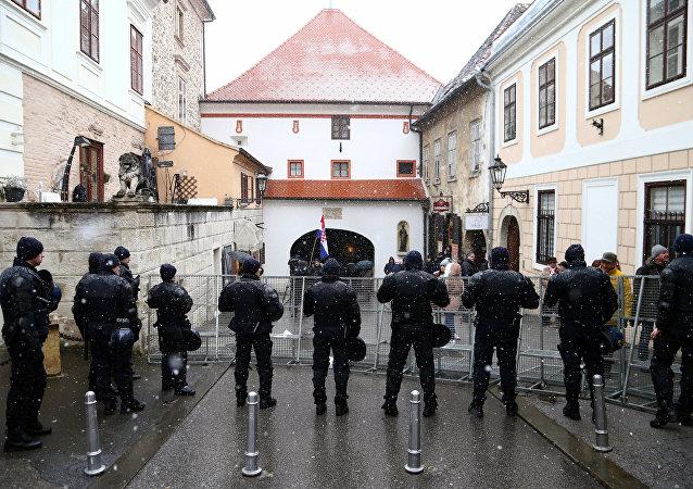 La policía croata vigila la seguridad de Zagreb durante la visita del presidente de Serbia, Aleksandar Vucic