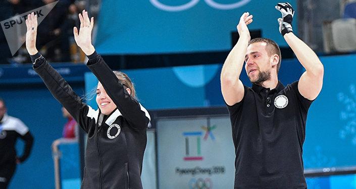 Anastasía Brizgálova y Alexandr Krushelitski logran el bronce en curling