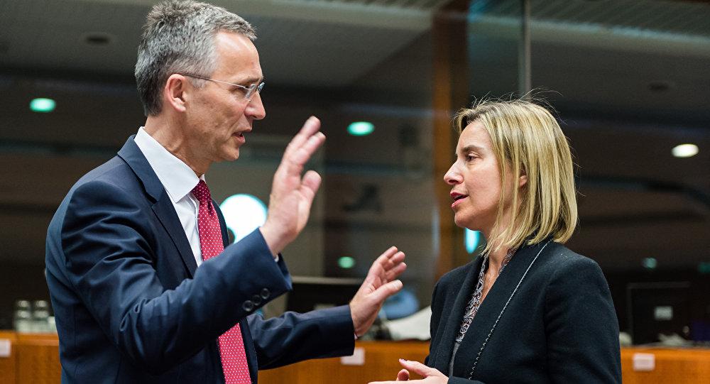 Jens Stoltenberg, secretario general de la OTAN, y Federica Mogherini, representante de la UE