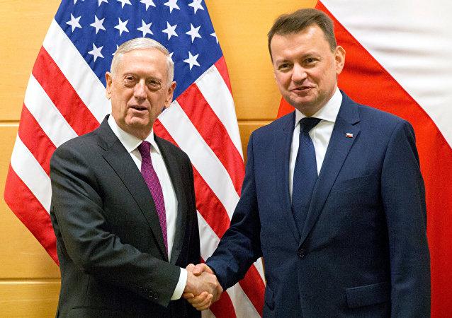 Los jefes de los departamentos militares de EEUU y Polonia, James Mattis y Mariusz Blaszczak