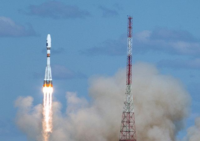El primer lanzamiento del cohete Soyuz-2.1a con tres satélites rusos a bordo desde el cosmódromo Vostochi