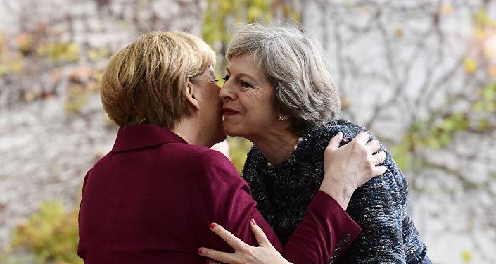 La canciller de Alemania, Angela Merkel, y la primera ministra del Reino Unido, Theresa May
