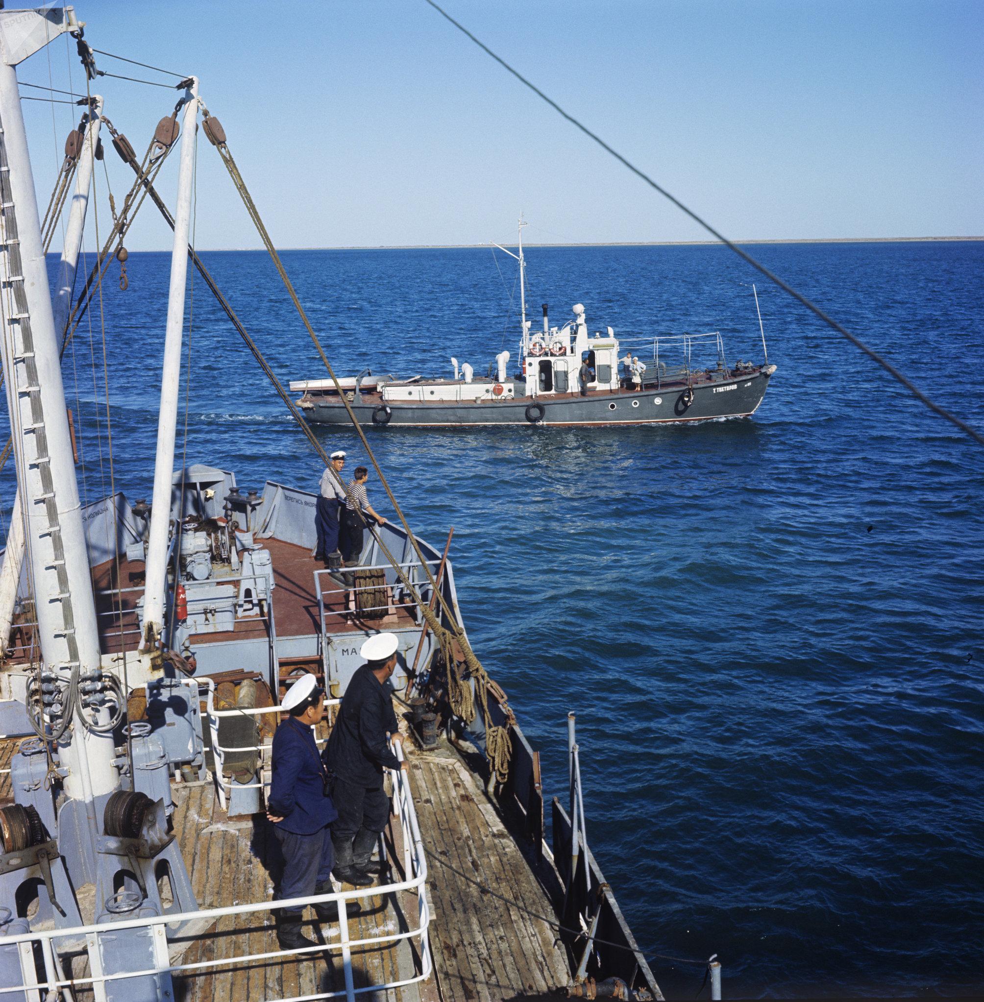Un buque pesquero en el mar de Aral en 1968
