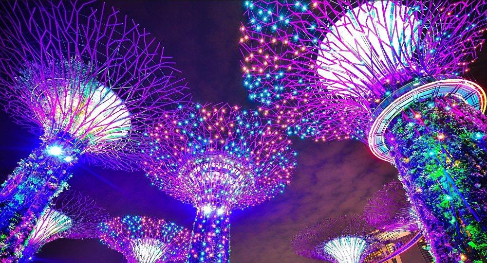 Edificios futuristas en Singapur, imagen referencial