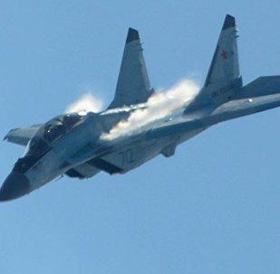 El caza ruso MiG-35 durante el vuelo de demostración en el marco de la feria aeroespacial MAKS-2017