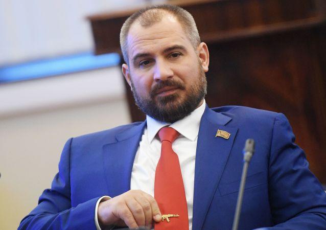 Maxim Suraikin, del partido Comunistas de Rusia