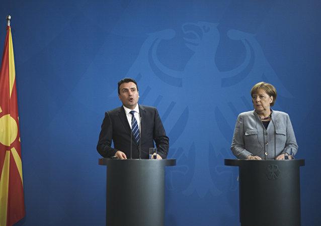 El primer ministro de la república, Zoran Zaev y la canciller alemana, Angela Merkel