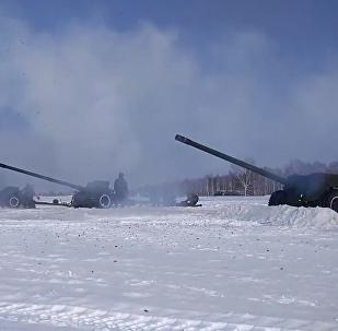 Así se prepararon fuegos artificiales para celebrar el Día del Defensor de la Patria